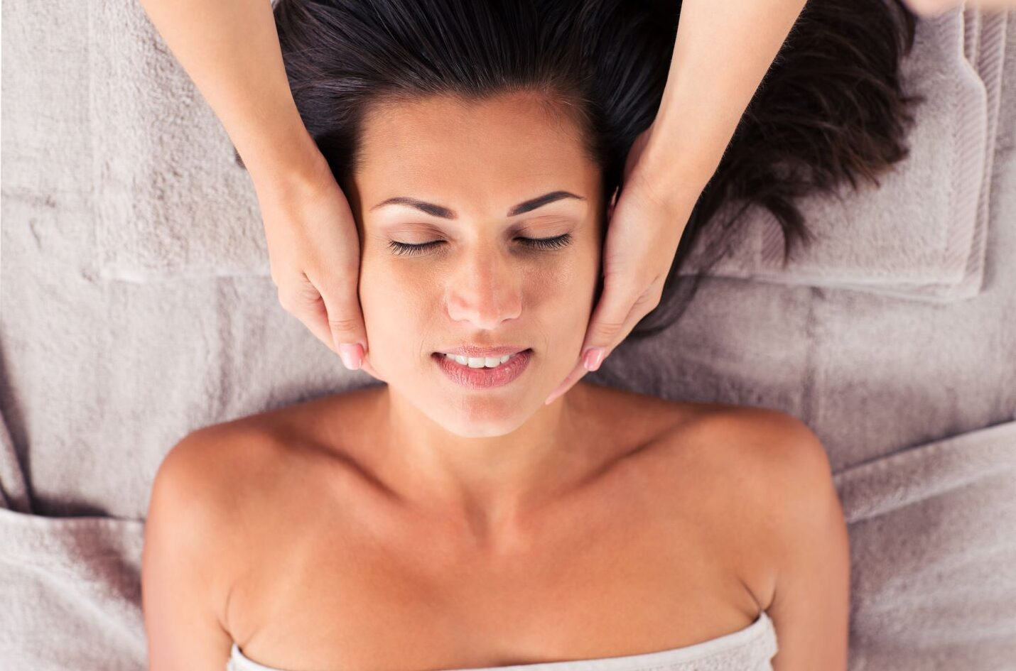 Services Womens Facial_Up
